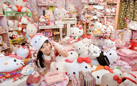 Asako Kanda_hello_kitty_welovemercuri.jpg