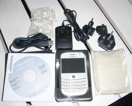 BLACK BERRY BOLD 9000 WHITE.jpg