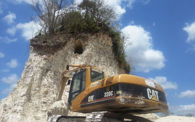 Belize, piramide Maya demolita per errore.jpg