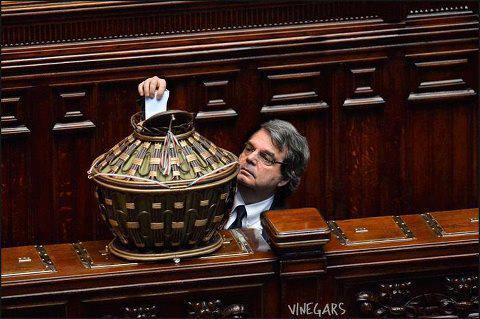Brunetta_voto_camera_fake_welovemercuri.jpg