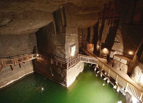 Cattedrale sotterranea nella Miniera di sale di Wieliczka.jpg