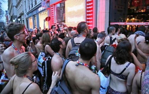 Desigual-Semi-naked-Party.jpg