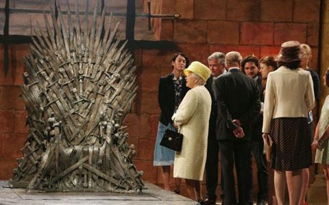 Elisabetta II e il Trono di spade_welovemercuri.jpg