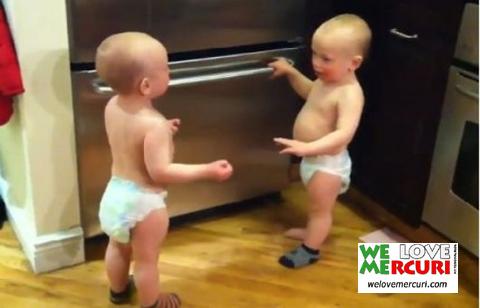 I bambini gemelli che parlano_welovemercuri.jpg