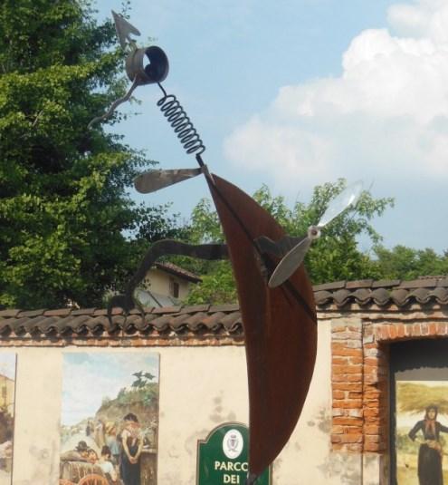 Il monumento alla zanzara a Pavia.jpg