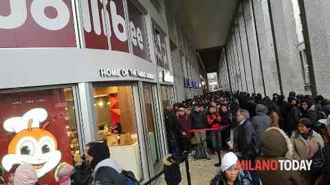 Inaugurazione Jollibee_Milano_welovemercuri.jpg