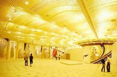 La cripta dorata di Padre Pio.jpg