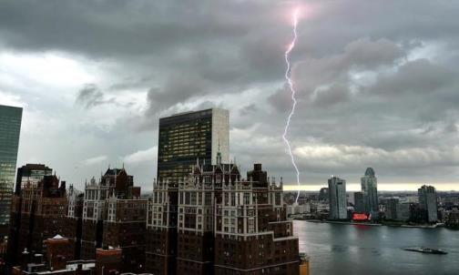 La-tempesta-di-fulmini-su-New-York_h_partb.jpg