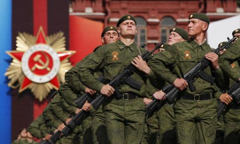 Nella-piazza-Rossa-di-Mosca_h_partb.jpg
