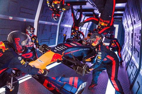 Pit-stop-gravità-zero-Aston-Martin-Red-Bull-Racing_welovemercuri.jpg