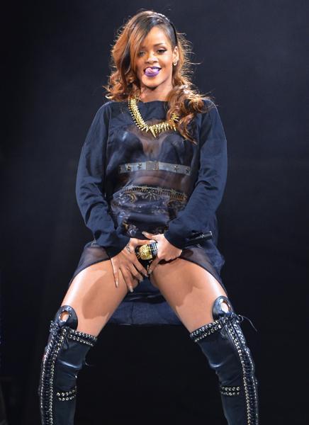 Rihanna_NY_concerto_welovmercuri.jpg