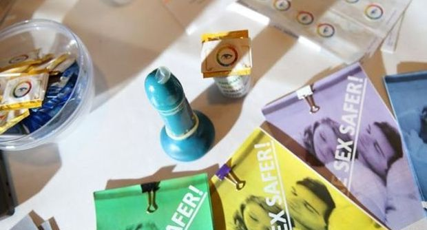 S.T.EYE_condom.jpg