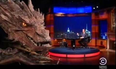 Stephen Colbert intervista Smaug.jpg