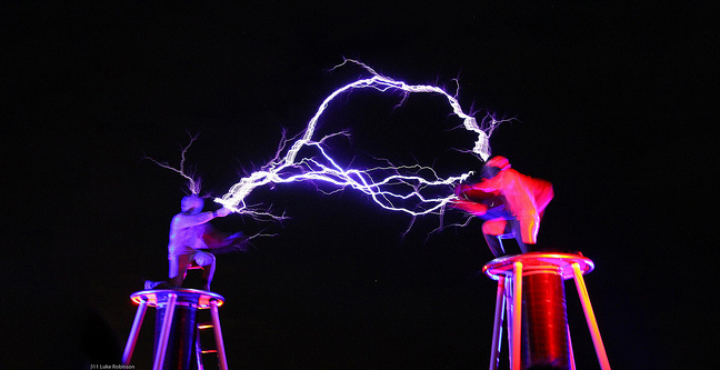 Tesla-Coils-2-Men-in-Suits-Fight-With-Electricity-2.jpg