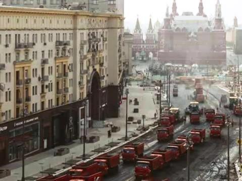 armata di asfaltatrici_Mosca_welovemercuri.jpg
