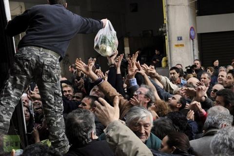 febb.2013 Atene-distribuzione_cibo_welovemercuri.jpeg