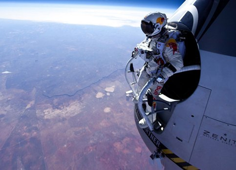 felix-baumgartner-red-bull-stratos_welovemercuri.jpg