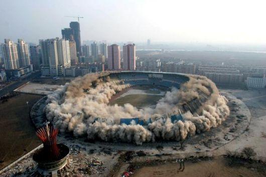 implosione palazzo.jpg