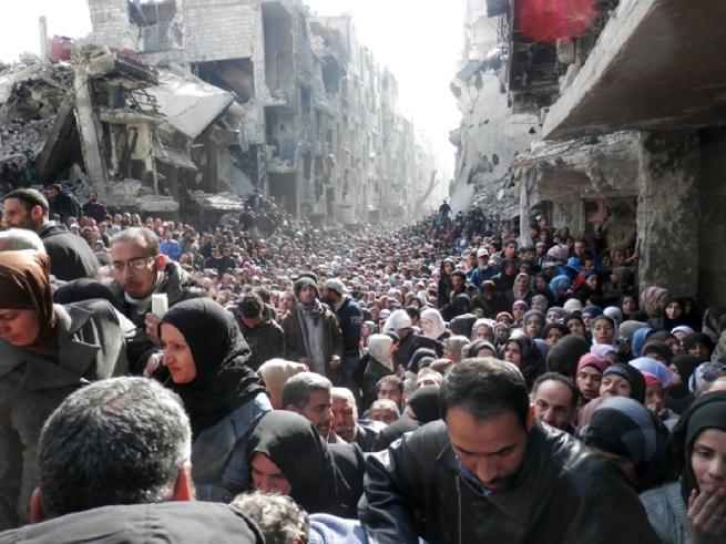 in fila per il pane a Damasco.jpg