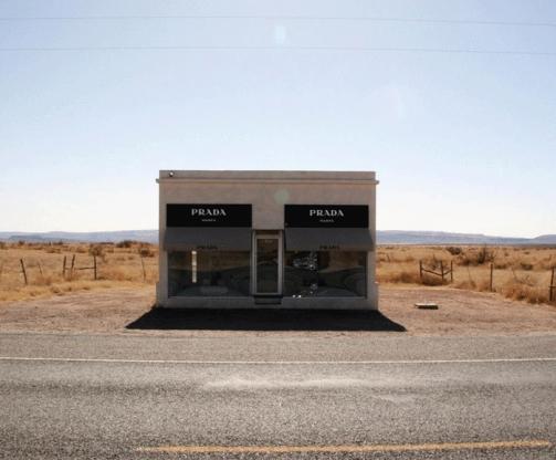 la boutique di PRADA nel deserto.jpg
