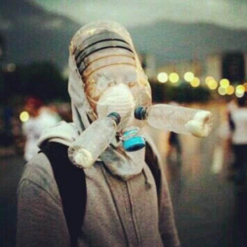 maschera antigas fatta in casa in Venezuela.jpg
