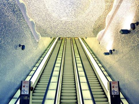 metro_napoli_toledo_welovemercuri.jpg