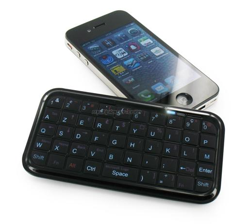 mini-tastiera-bluetooth-per-iphone_welovemercuri.jpg