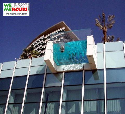 piscina_sbalzo_welovemercuri.jpg