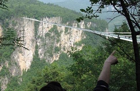 ponte_vetro_Parco_i Zhangjiajie_Cina.jpg