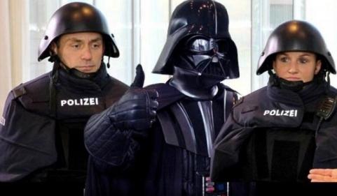 uniformi della polizia tedesca_Darth Vader_welovemercuri.jpg